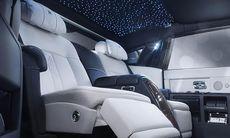 Titta in i Rolls-Royce Phantom Limelight med klock- och parfymfack