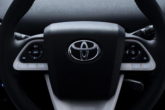 NA-2016-Toyota-Prius-22.jpg