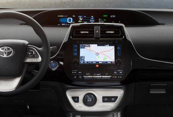 NA-2016-Toyota-Prius-8.jpg