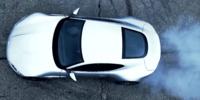 Bondbilen Aston Martin DB10 bränner däck på film