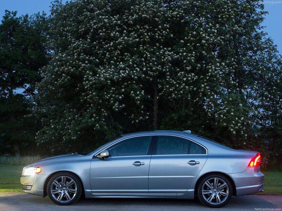 Volvo-S80_2014_1024x768_wallpaper_0b.jpg