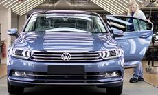 Volkswagen pausar två fabriker