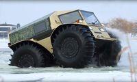 Ryskbyggda Sherp ATV tar sig fram precis överallt
