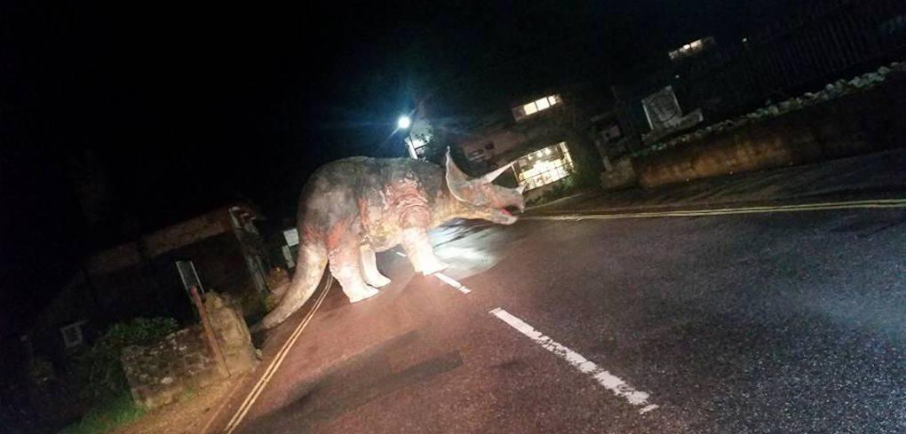 Visst är det irriterande när dinosaurier ska över vägen?