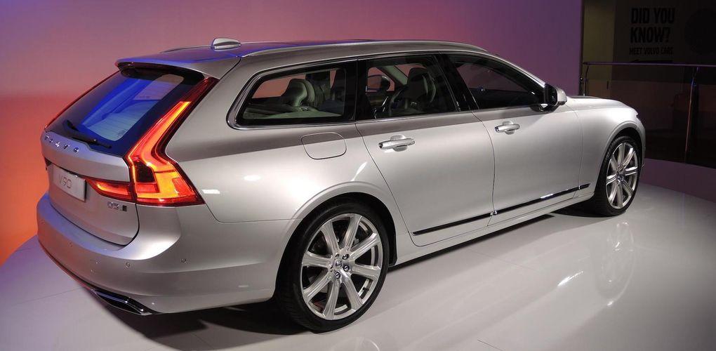 Volvo V90 hyllas av världspress – och tippas köra om Audi A6