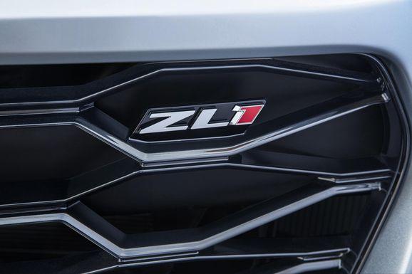 2017-Chevrolet-Camaro-ZL1-023.jpg