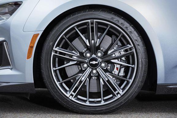 2017-Chevrolet-Camaro-ZL1-016.jpg