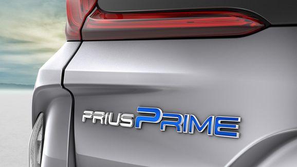 2017-Toyota-Prius-PHEV-24.jpg