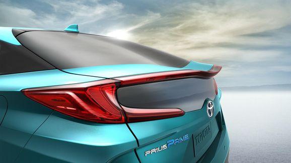 2017-Toyota-Prius-PHEV-17.jpg