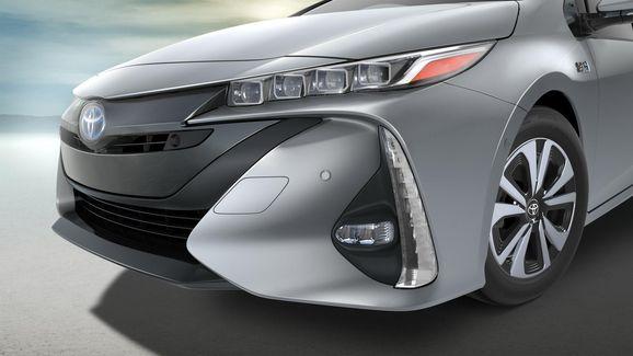 2017-Toyota-Prius-PHEV-15.jpg