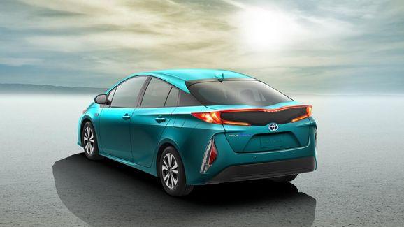 2017-Toyota-Prius-PHEV-11.jpg