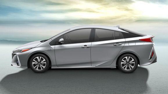2017-Toyota-Prius-PHEV-13.jpg