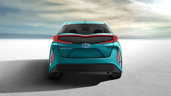 2017-Toyota-Prius-PHEV-14.jpg