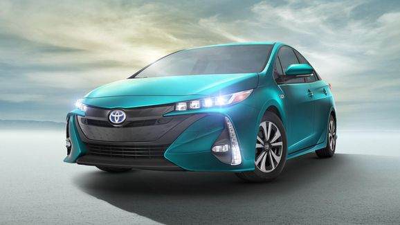 2017-Toyota-Prius-PHEV-12.jpg