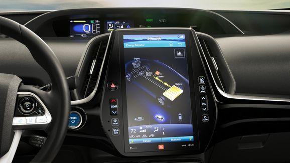 2017-Toyota-Prius-PHEV-05.jpg