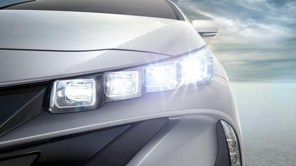 2017-Toyota-Prius-PHEV-09.jpg