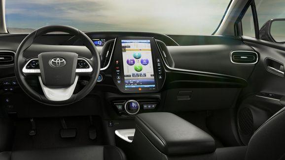 2017-Toyota-Prius-PHEV-04.jpg