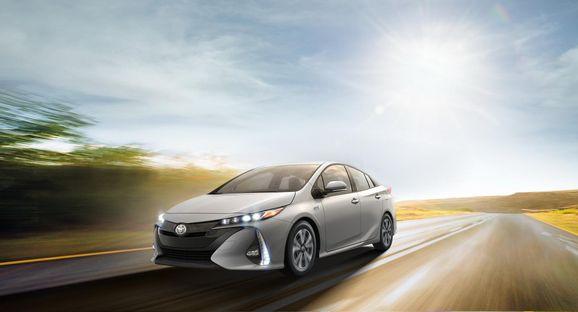 2017-Toyota-Prius-PHEV-02.jpg