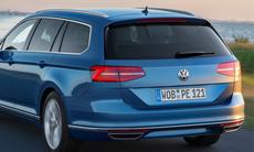 Volkswagen Passat GTE och Golf GTE stöter på patrull i svenskt vinterklimat