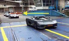 Koenigsegg-chock – se och hör tretton bilar köra på färja