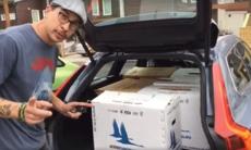 Så rymlig är Volvo V90 – Joakim packar flyttkartonger