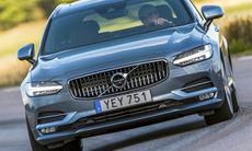 Volvo V90 hyllas i utländska tester: Snygg och bekväm – men dyr!