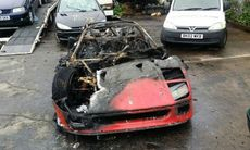 Ferrari F40 totalförstörd i brand