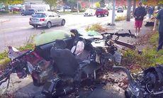 Ford Mustang kraschar brutalt – delas på mitten – men föraren överlever