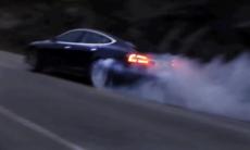 Tesla kan drifta och göra donuts – här är beviset