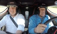 Jay Leno provkör megabilen One:1 med Christian von Koenigsegg