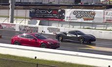 Tesla Model S P100D möter Ferrari 488 Spider i dragrace – enkel match?