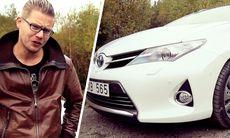 Film: Nya Toyota Auris vänder upp-och-ned på testlaget